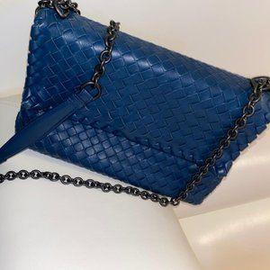 BOTTEGA VENETA Medium Intrecciato Olimpia Bag